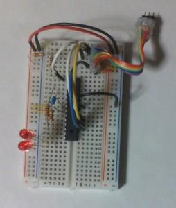 ブレッドボード上に組んだATmega88PのISP&2LED回路