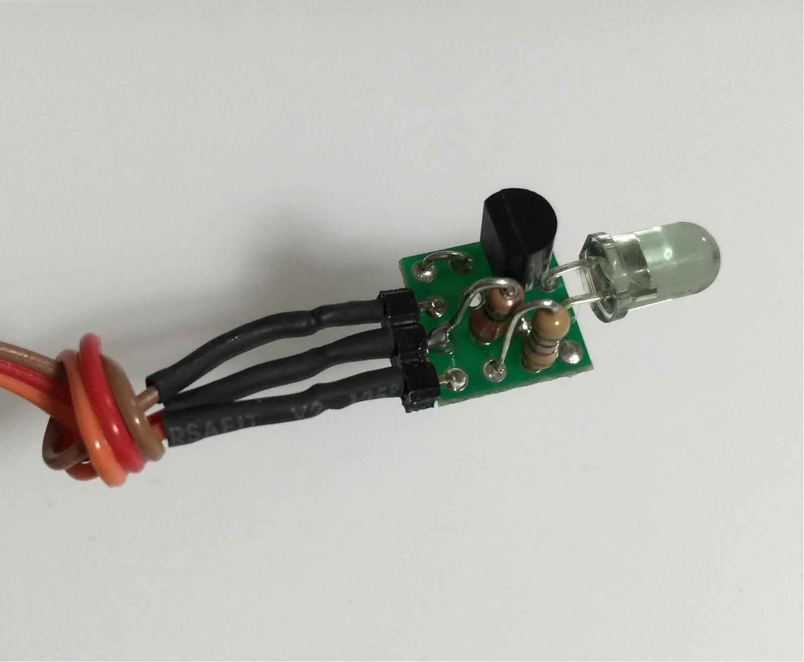 赤外線LEDをトランジスタで点滅させる回路の実装(表面)