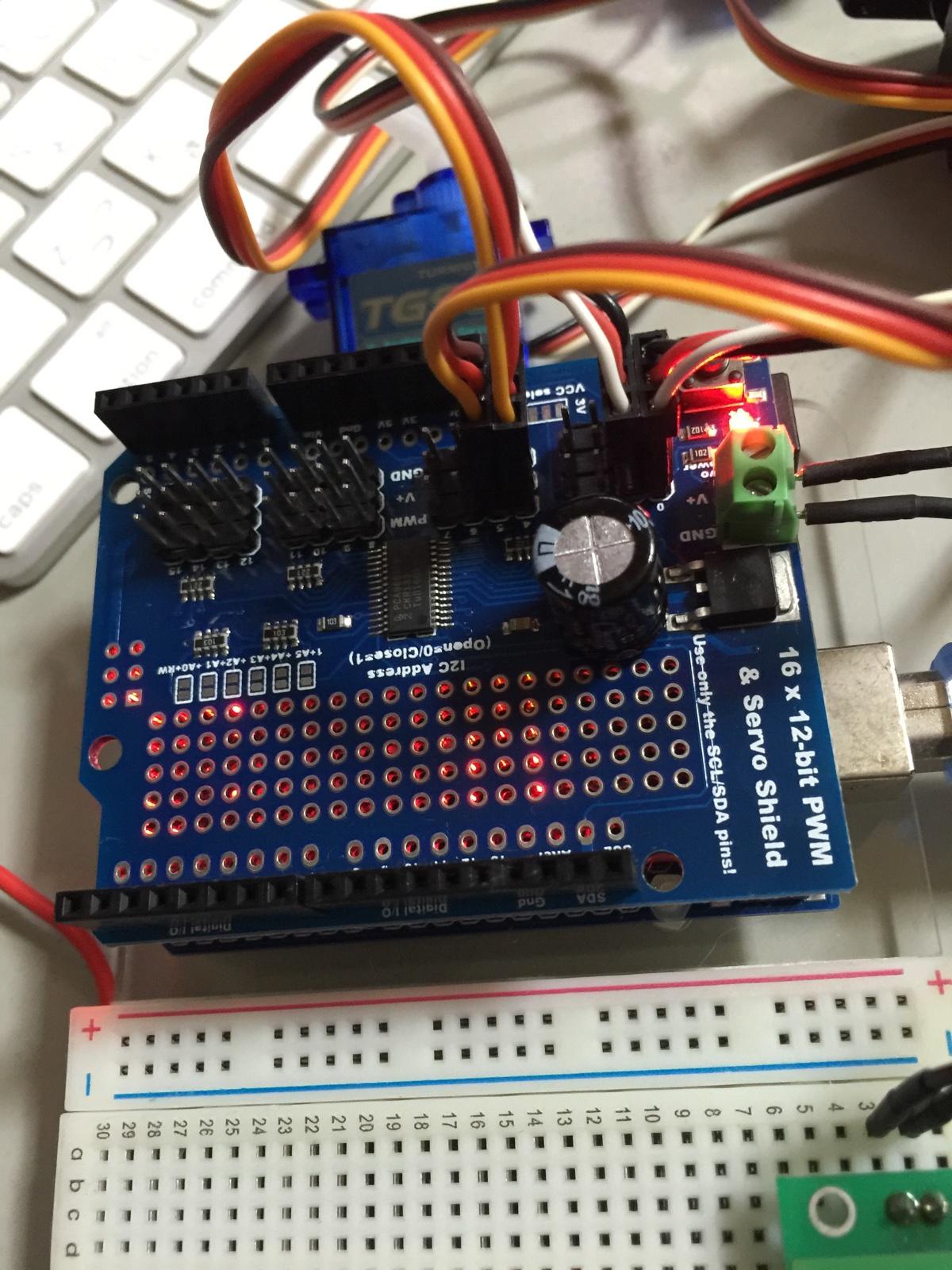 16 x 12-bit PWM & Servo Shieldの動作テスト(サーボモーター接続部分)