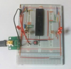 USB miniBコネクタピッチ変換基板をブレッドボードに付けたところ
